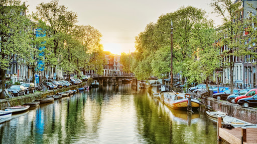 Canal at Sunrise, Amsterdam, Netherlands.jpg