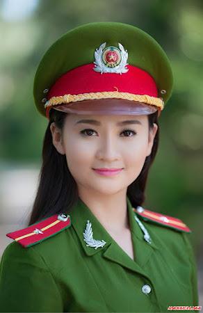 Bộ ảnh gợi cảm của nữ công an Hà Nội