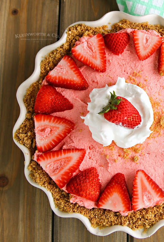 Easy-No-Bake-Strawberry-Banana-Cheesecake-whole