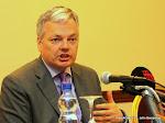 Didier Reynders, lors d'une conférence de presse le 28/03/2012 à Kinshasa. Radio Okapi/ Ph. John Bompengo