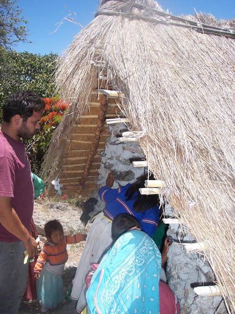 Ceremonia de Xicuri Neira con los hermanos Wixarikas (huicholes) - 29333_112391335462573_100000751222696_76179_827764_n%255B1%255D.jpg