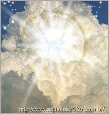 Jesus ressuscitado em seu corpo glorificado nos céus