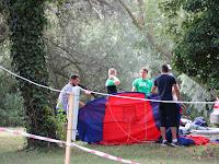 5. Épülnek a sátrak (fotó Szinek János).jpg