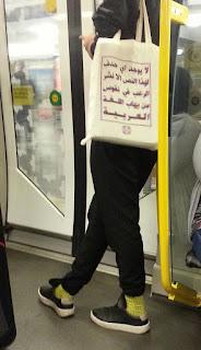 Ce sac en arabe est une belle réponse humoristique à l'islamophobie