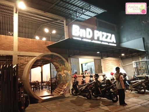 maniak-makan-bnd-pizza-solo-pintu-bundar
