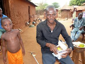 Photo: en DESS de Droit, seul bachelier et universitaire du village, Victorin est ému devant notre cadeau-surprise : un appareil photos numérique qui lui servira pour sa boutique informatique.