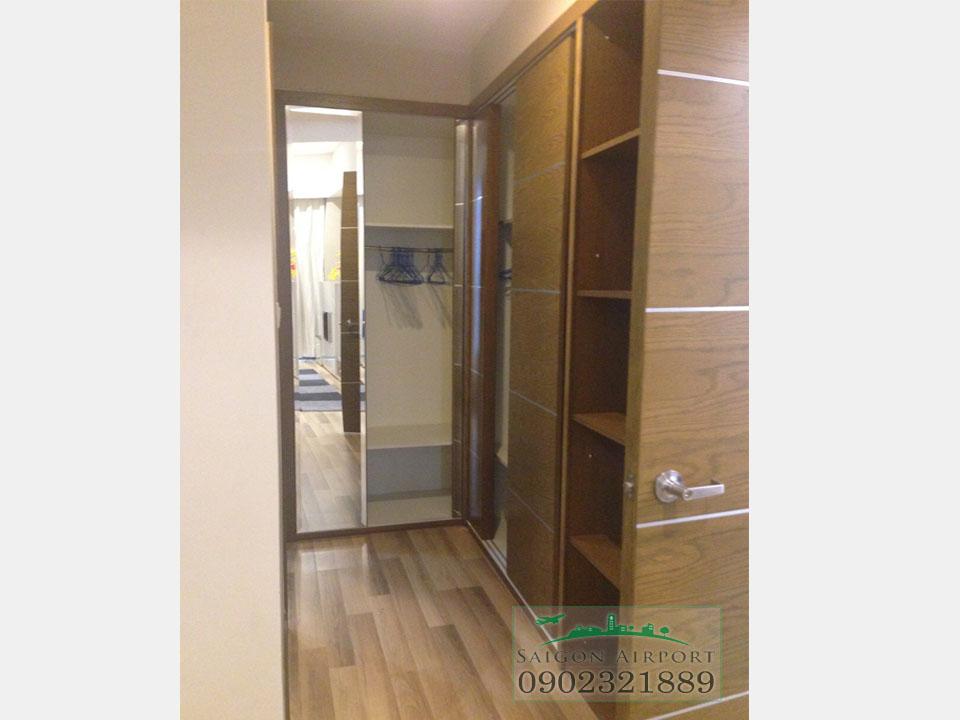cửa phòng ngủ 1 - can ho saigon airport tower 3PN