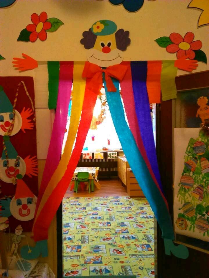 Mi fiesta creativa enormes decoraciones de payaso usando for Papel de decoracion