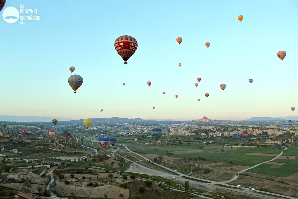 Lot balonem nad Kapadocją. Ile kosztuje, gdzie kupić, ile trwa, polecane firmy.