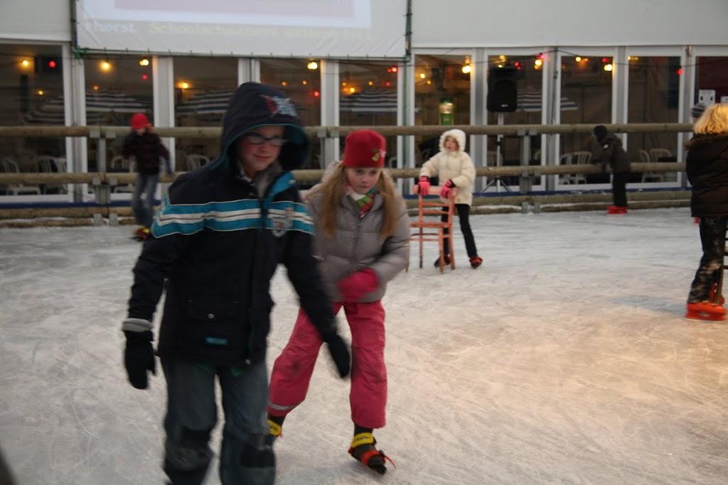 Sinterklaas bij de schaatsbaan - IMG_0286.JPG