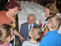29 Dr. Alt Ernő örömmel fogadta a gratulációkat.JPG