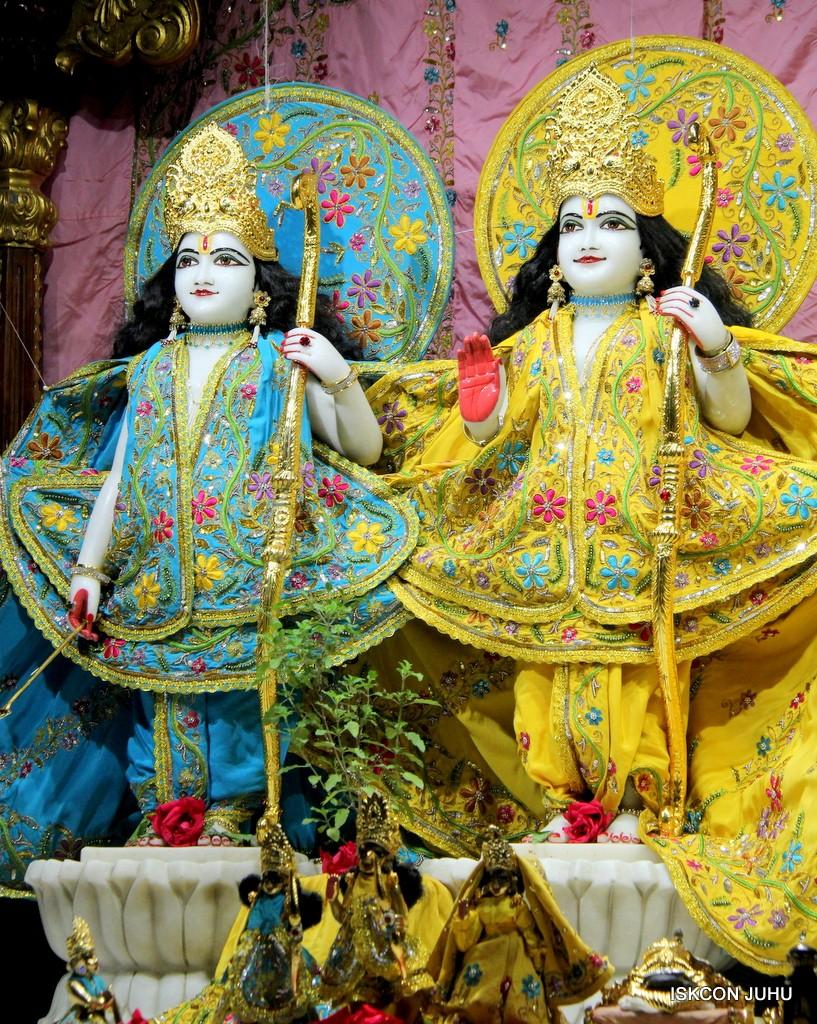 ISKCON Juhu Mangla Deity Darshan 22  Nov 2016 (35)