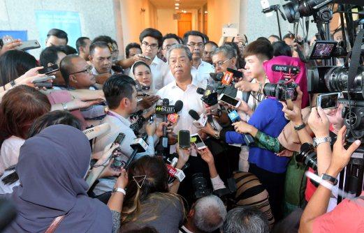 Bekas Timbalan Perdana Menteri, Tan Sri Muhyiddin Yassin menyerahkan pendaftaran parti baharu, Parti Pribumi Bersatu Malaysia (BERSATU)