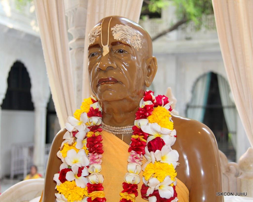 ISKCON Juhu Sringar Deity Darshan on 1st May 2016 (44)