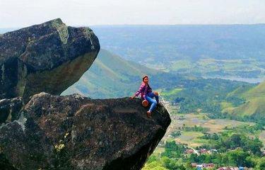 Batu Marompa Samosir, Tempat Wisata dengan Spot Foto Memicu Adrenalin