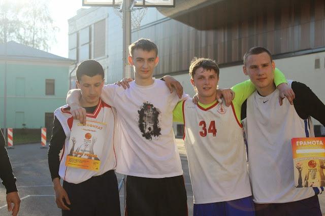 Победители Кубка Ауры по стритболу в Ярославле 2014 - команда FSB город Углич