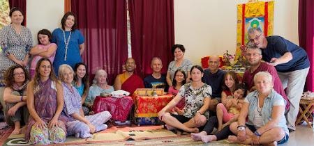 לאמה טנזין מלמד בבית הדהרמה