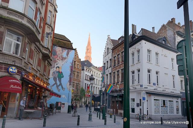 Комиксы на стенах домов в Брюсселе
