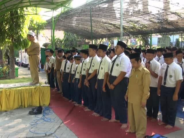 Siswa MTsN Tambak Beras Sholat Ghoib dan Istiqosah untuk Jamaah Haji
