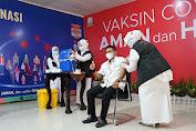 Wakili DPR Aceh DR. Purnama Setia Budi SPOG Terima Suntikan Pertama Vaksin Perdana
