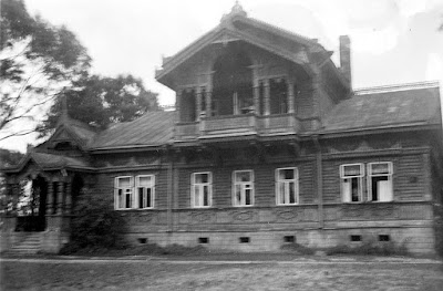 Дом купца Громова,  (построено прим. 1890 г.)Из собрания Эст. национ. архиваERM Fk 935:19Второй от церкви.