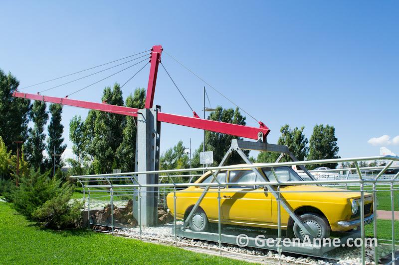 bana yeterince uzun bir kaldıraç verin Devrim arabasını kaldırayım, Sazova parkı Eskişehir