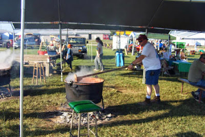 The 4-H makes apple butter the old-fashioned way!