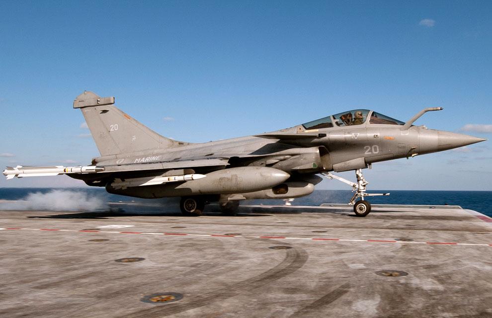 https://lh3.googleusercontent.com/-06SQpxvdus4/TYlX42diG4I/AAAAAAAAAn8/ljuxNbnJOdg/s1600/libye-premiere-mission-aerienne-pour-la-tf-473-4.jpg