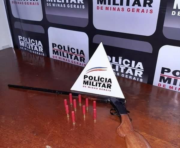 HOMEM DE 53 ANOS É PRESO PELA PM DE MIRADOURO COM ARMA DE FOGO NA ZONA RURAL NA NOITE DESTA QUINTA-FEIRA (17)