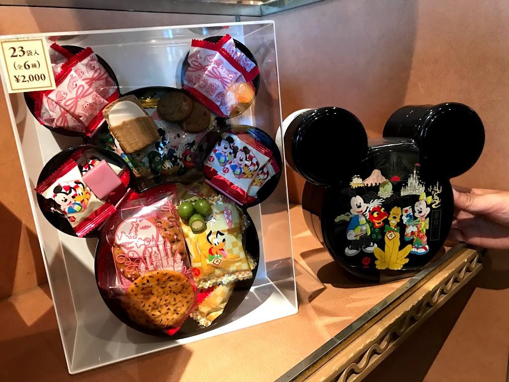 ミッキーお重箱の菓子詰め合わせ 2000円
