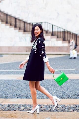 #sapatos #contodefadas #tendência #acessório #modaderua #dourado #look #estilo #shoes #heels #streetstyle #fashionweek #gold #style #styleblog #styleblogger #lifestyleblog #lifestyleblogger #brazilianblogger #nicolewarne #garypeppergirl
