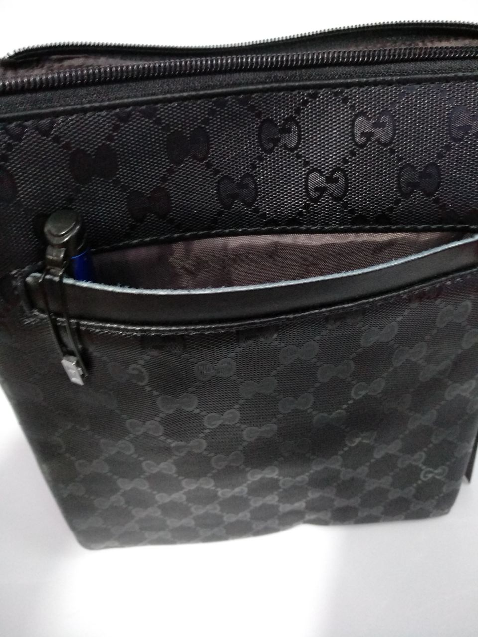 06664f1e89b Branded Products   GUCCI MENS SLING  SIZE 8 BY 10 3 PARTITION FRONT POCKET  BACK CHAIN
