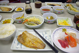 市場の食堂での朝食