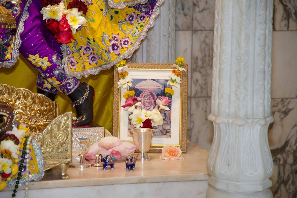 ISKCON New Govardhana Deity Darshan 22 Dec 2016 (31)
