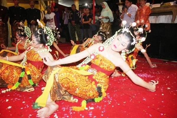 Ritual adat tahunan Ganti Lengse  erat kaitanya dengan sejarah runtuhnya kerajaan Majapahit dibawah kepemimpinan Prabu Brawijaya V.