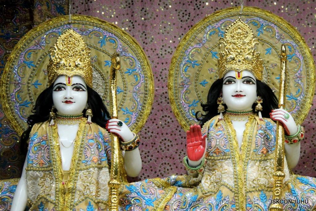 ISKCON Juhu Mangal Deity Darshan on 24 April 2016 (26)