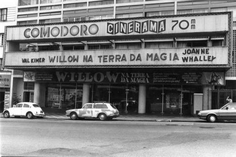 Brasil, São Paulo, SP, 20/03/1989. Fachada do Cine Comodoro, na Avenida São João, região central de São Paulo. Pasta: 17.000 Beto Camacho