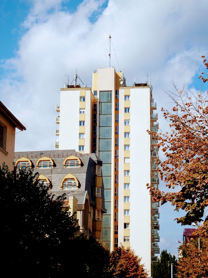 Szombathely/14 em. toronyház - helyi DVB-T adóállomás