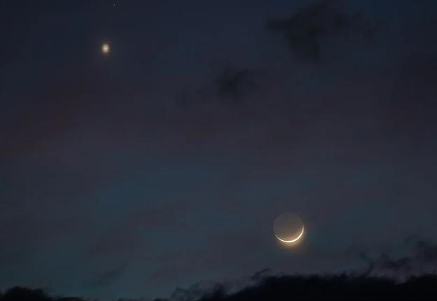 Ilustrasi : Venus dan Bulan dari bumi