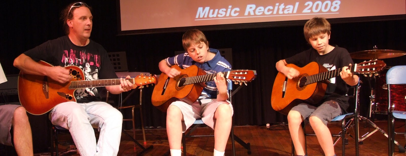justin_jamming_with_students_2008.jpg