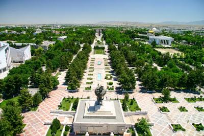 तुर्कमेनिस्तान के शासक ने अपने कुत्ते की 50 फुट की सोने की मूर्ति बनवाई - anokhagyan.in