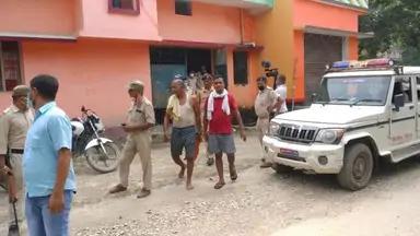 BIHAR/अवैध मिनी गन फैक्ट्री का भंडाफोड़, हथियारों का जखीरा देख पुलिस वालों के उड़े होश
