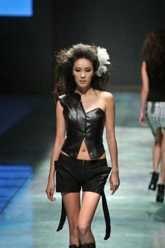 Zhang Jia Zhen mẫu lồn bị phang như chó