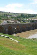 Tarihi 10 gözlü köprü - Diyarbakır Dicle nehri üzerinde.jpg