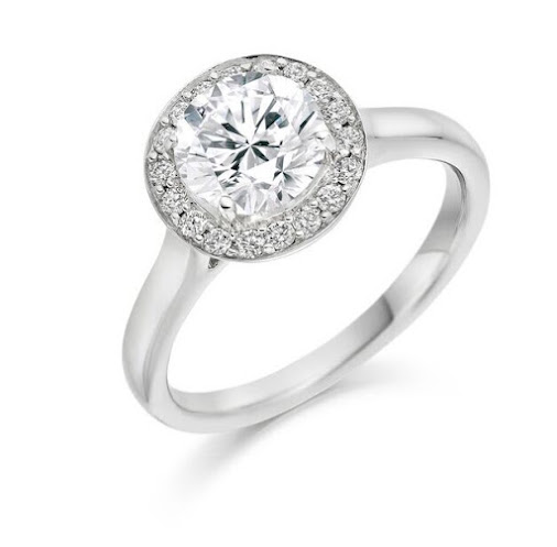 Classic Solitaire Diamond in Halo setting #loyesdiamonds #Engagementring #diamondring #diamonds #engagement...