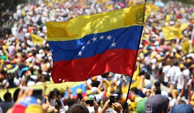 manifestaciones en Venezuela con la bandera nacional