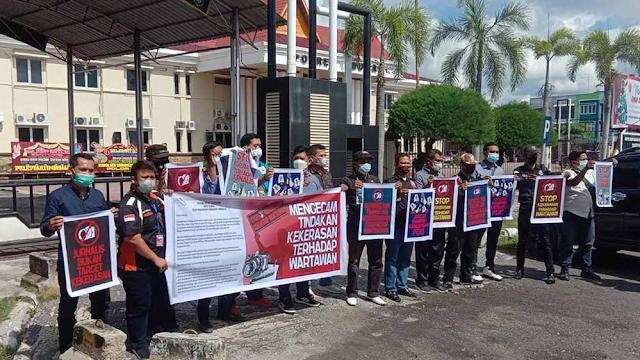 Wartawan Dumai Gelar Aksi Damai, Kapolres Muhammad Kholid Berjanji akan Tindak Pelakunya