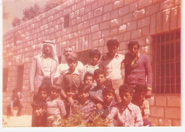 رحلة مدرسة فقوعة الى مدينة القدس عام 1967 535825_360020634045816_130253897022492_880627_551251917_n