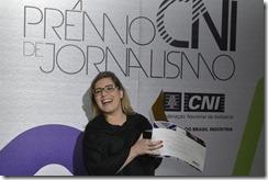 2273464066-reporter-helen-braun-recebe-o-premio-pela-serie-industria-em-marcha-lenta