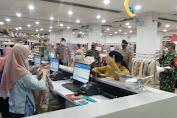 Warga Padati Pusat Perbelanjaan, Begini Pesan Pelda Purwadi Untuk Karyawan Swalayan